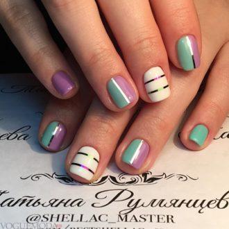ногти с полосками яркие