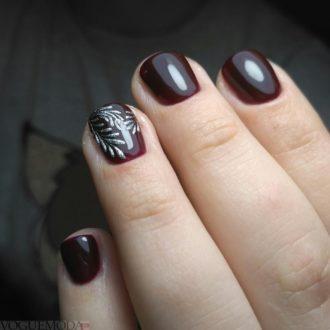 короткие ногти темные