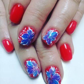 короткие ногти яркие