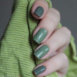 матовый маникюр зеленый