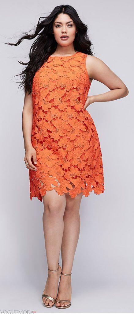 летнее приталенное платье для полных кружевное