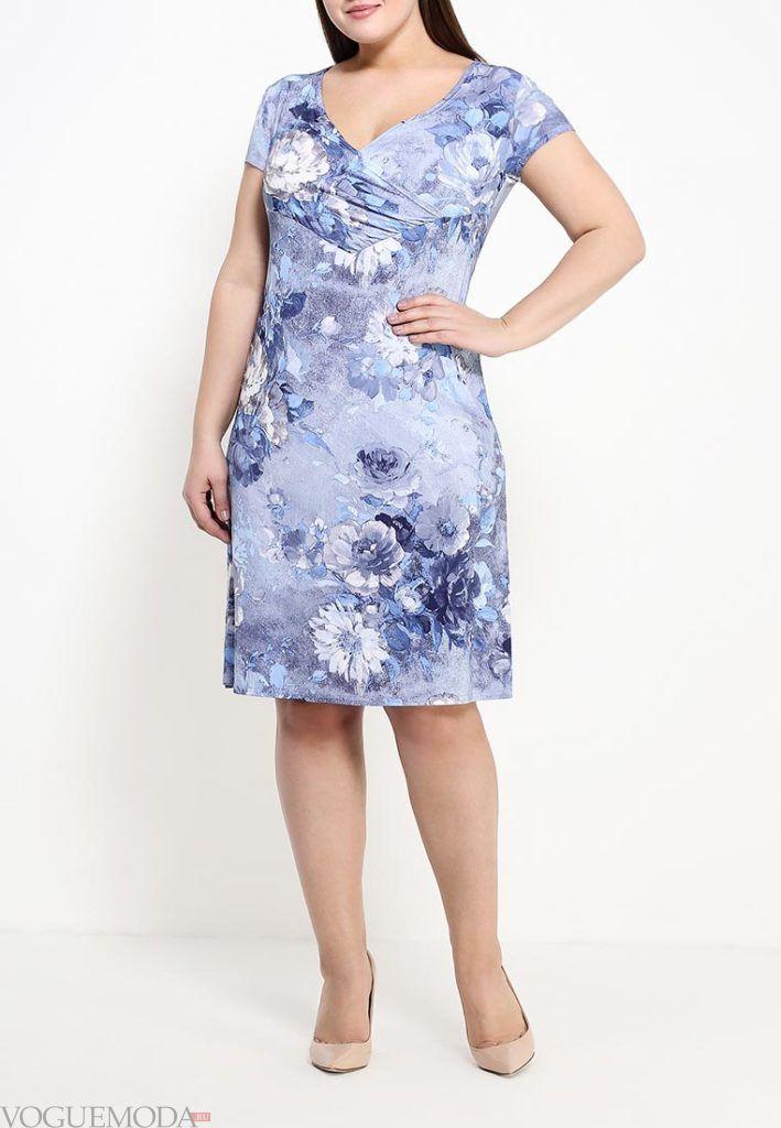 летнее платье с принтом для полных
