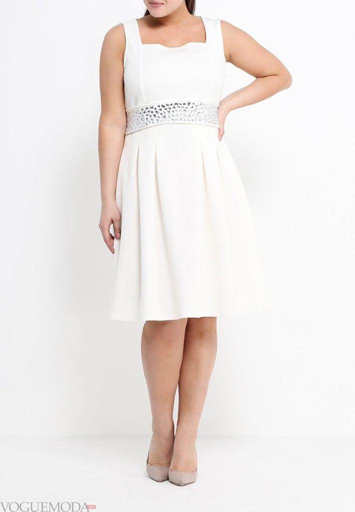летнее платье со стразами для полных