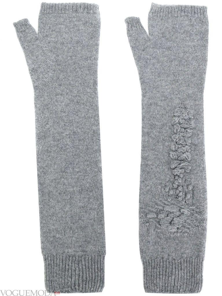 длинные перчатки светлые