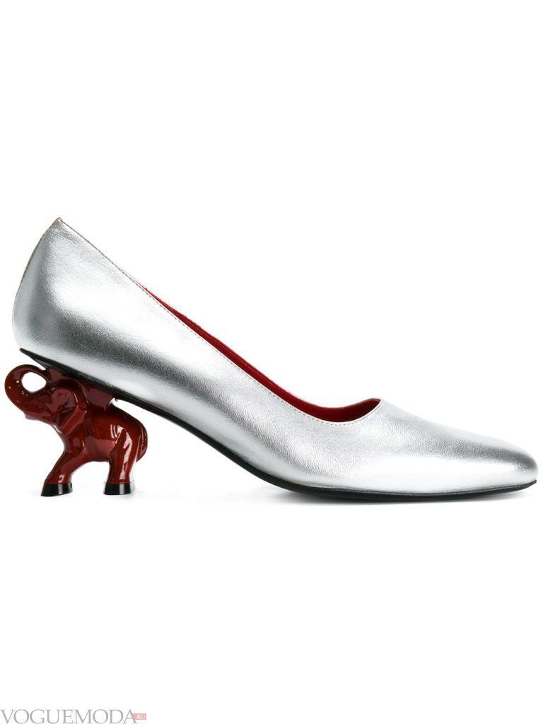 новогодние необычные серебряные туфли