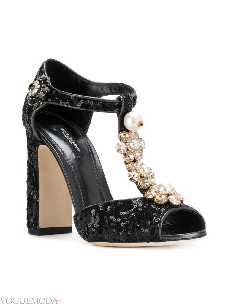 модель новогодних черных туфель