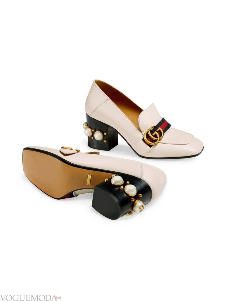 модель новогодних светлых туфель