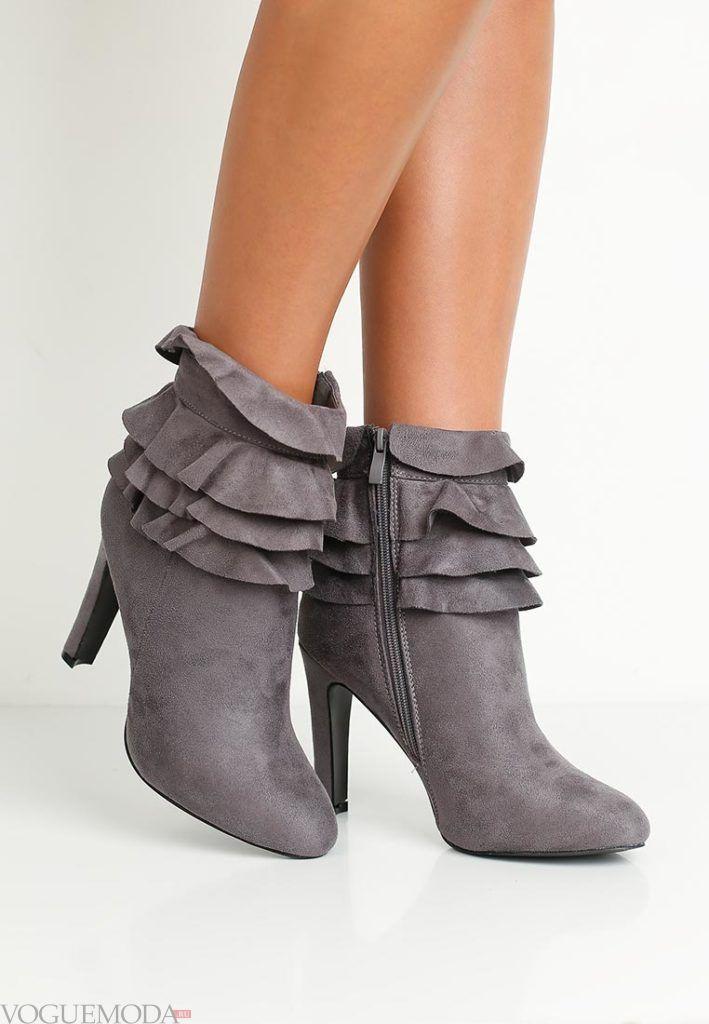 полусапожки на каблуке серые