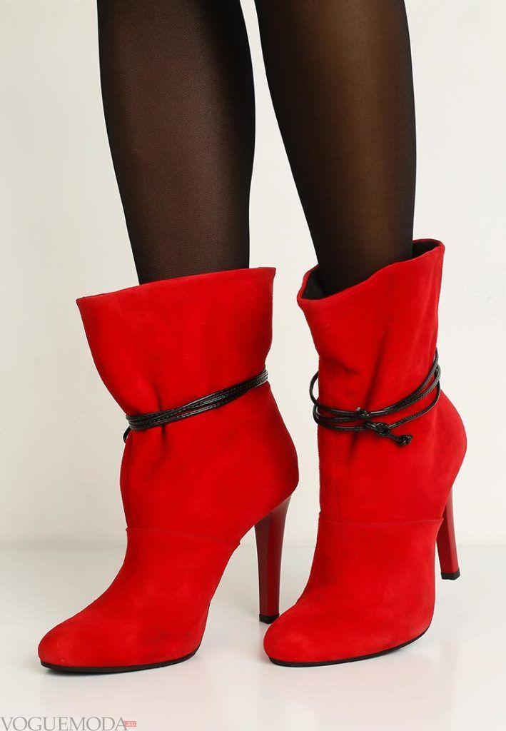 полусапожки на каблуке красные