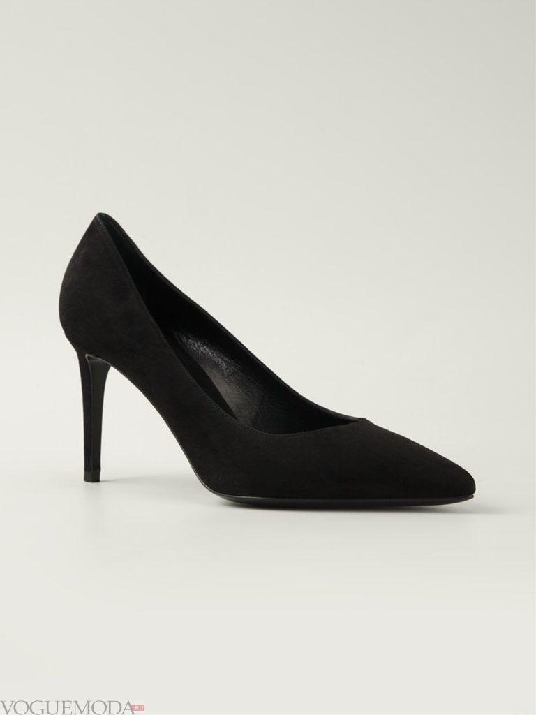черные замшевые туфли на шпильке