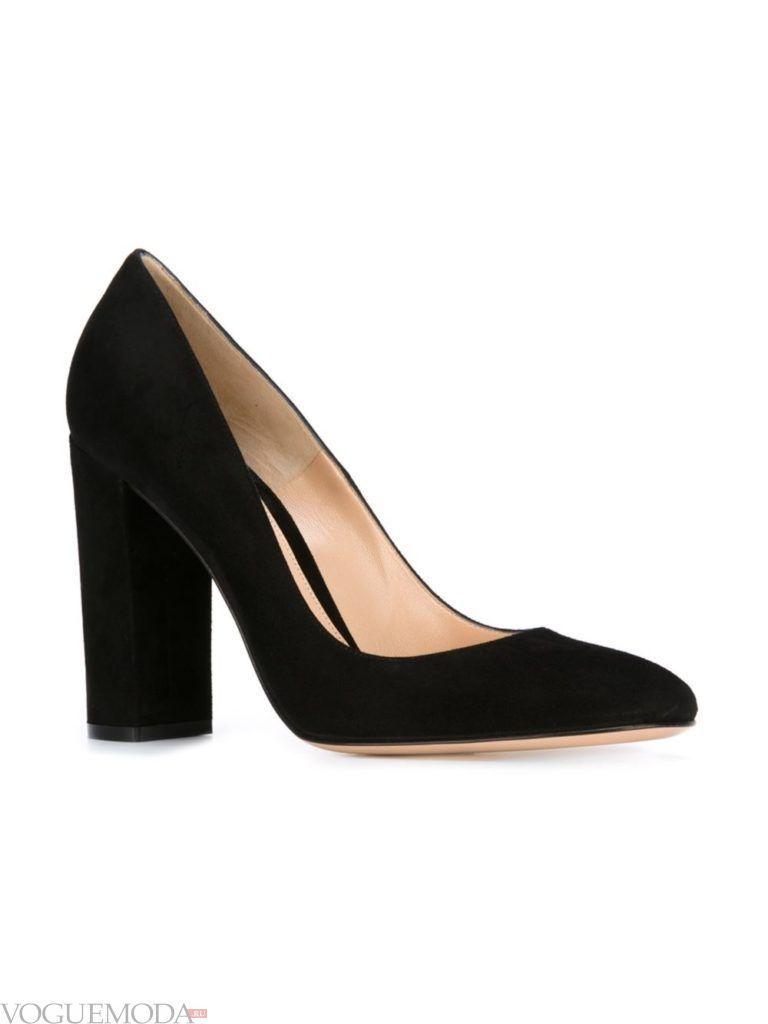 черные замшевые туфли на шыроком каблуке