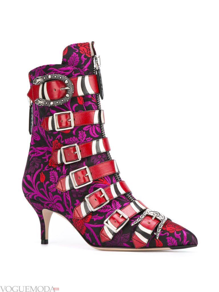 модные ботинки в экзотической окраске