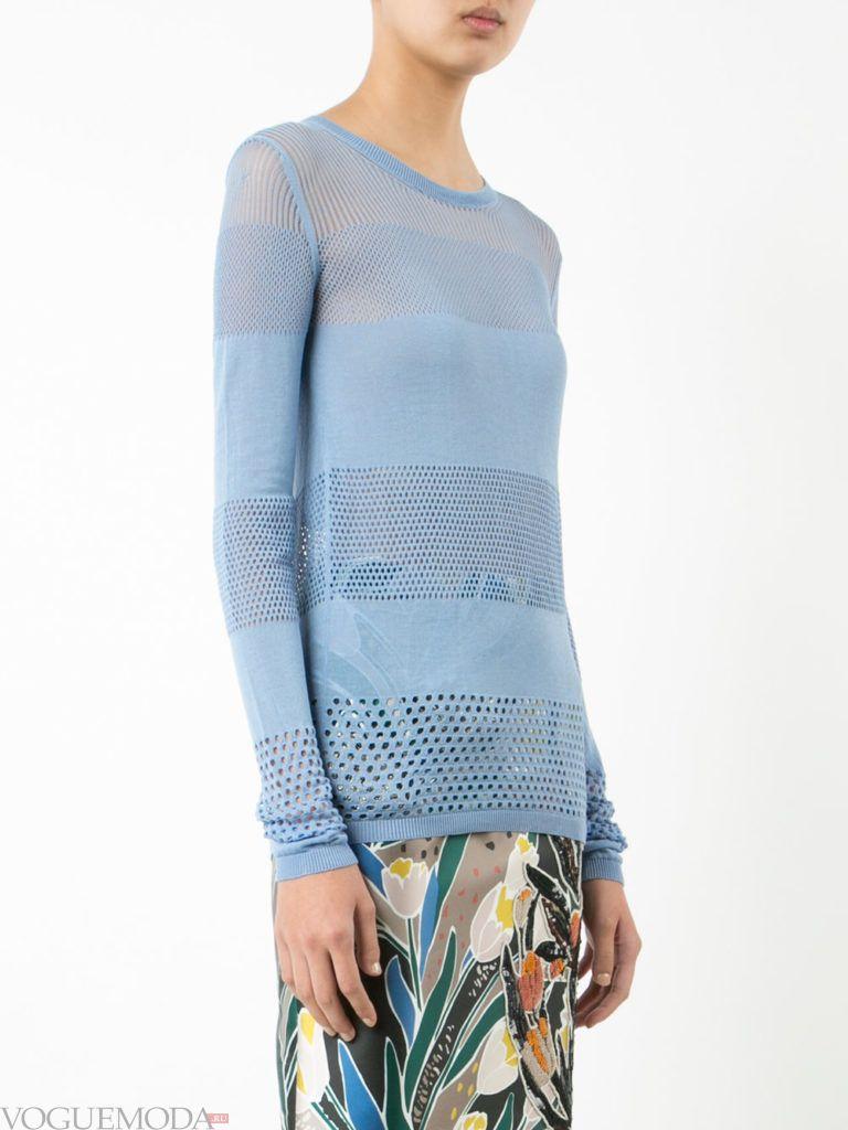 блузка из перфорированной ткани голубая