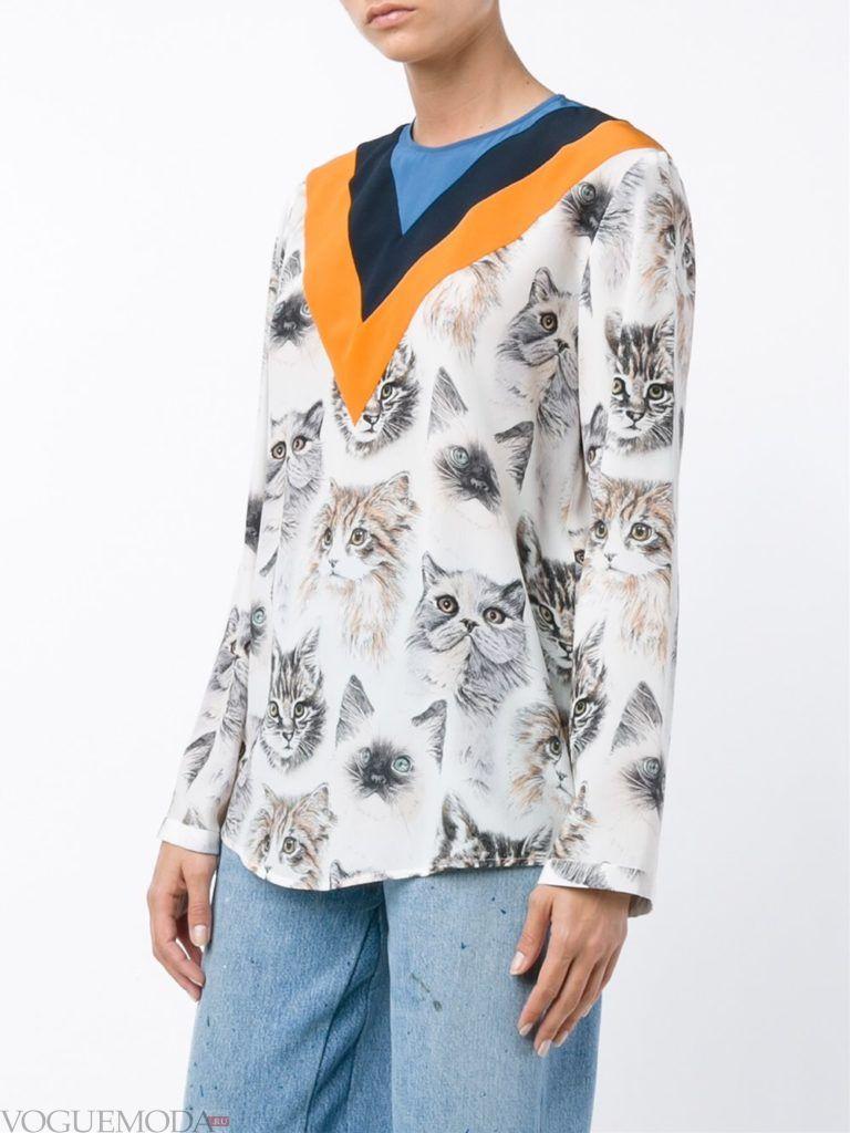 модная блузка с принтом