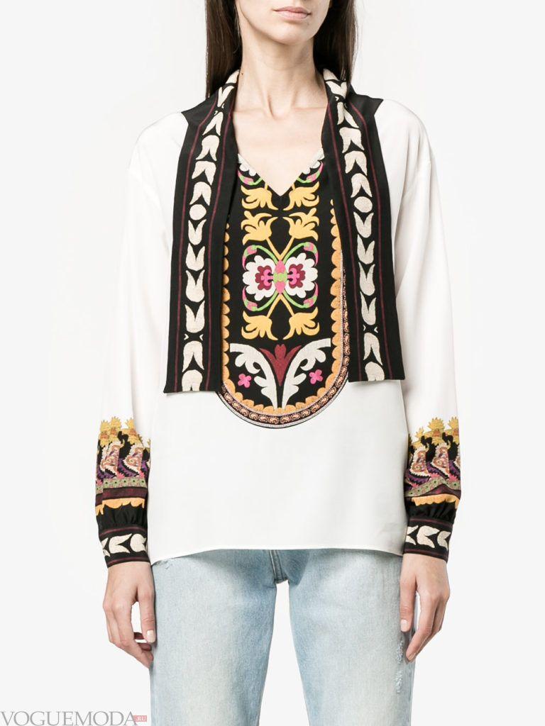 модная блузка с декором