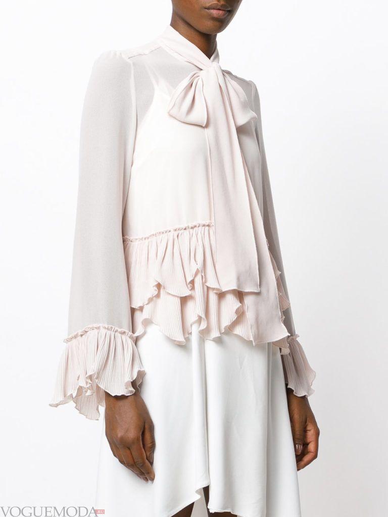 модная блузка с бантом светлая