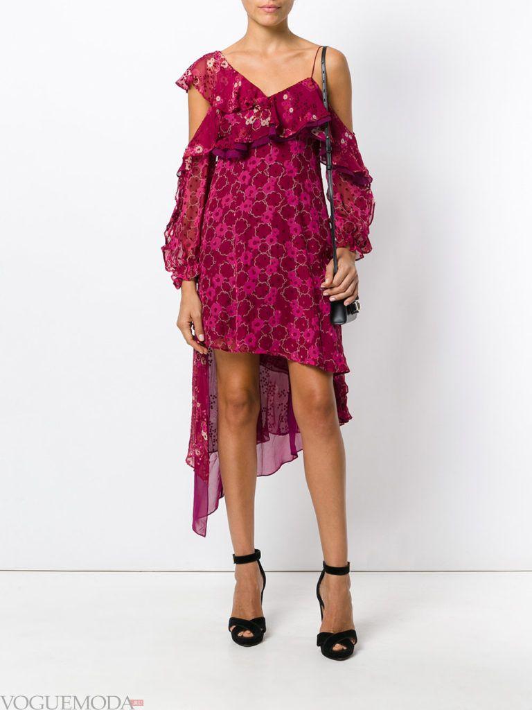 лук в романтическом стиле с ярким платьем