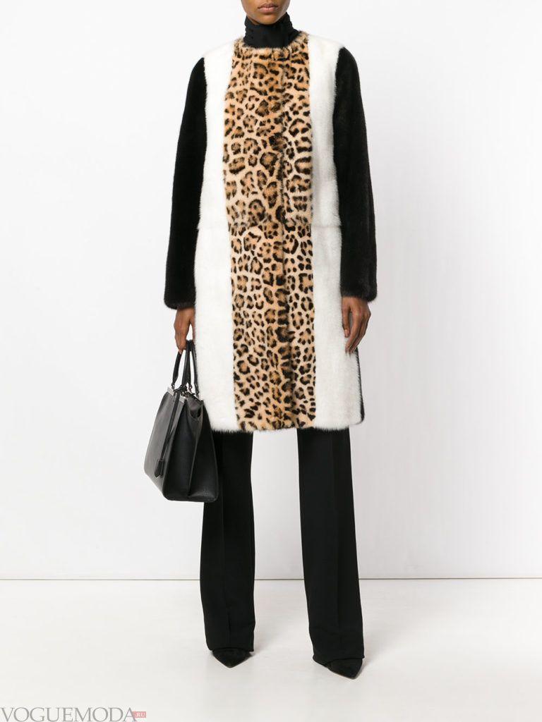 модное пальто с хищным принтом