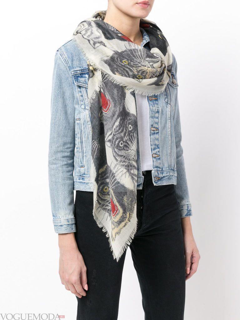 модный лук с светлым шарфом