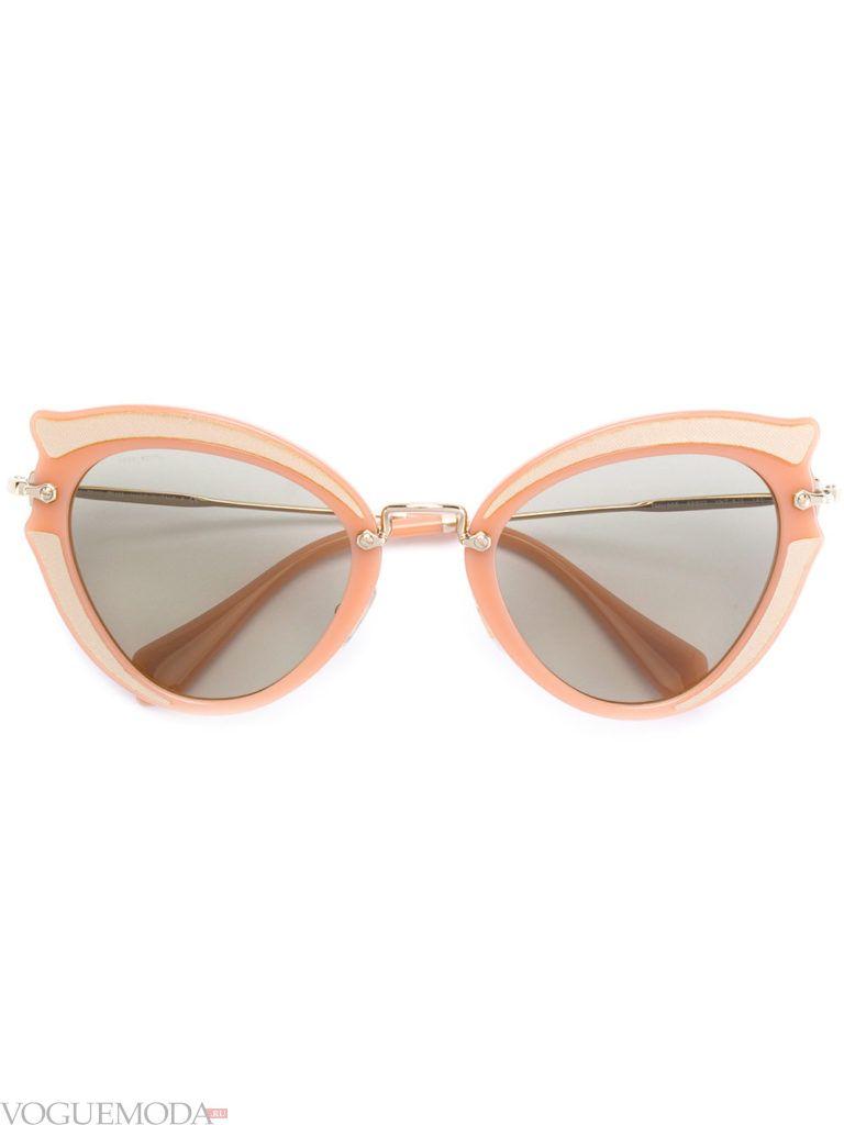 модные очки светлые