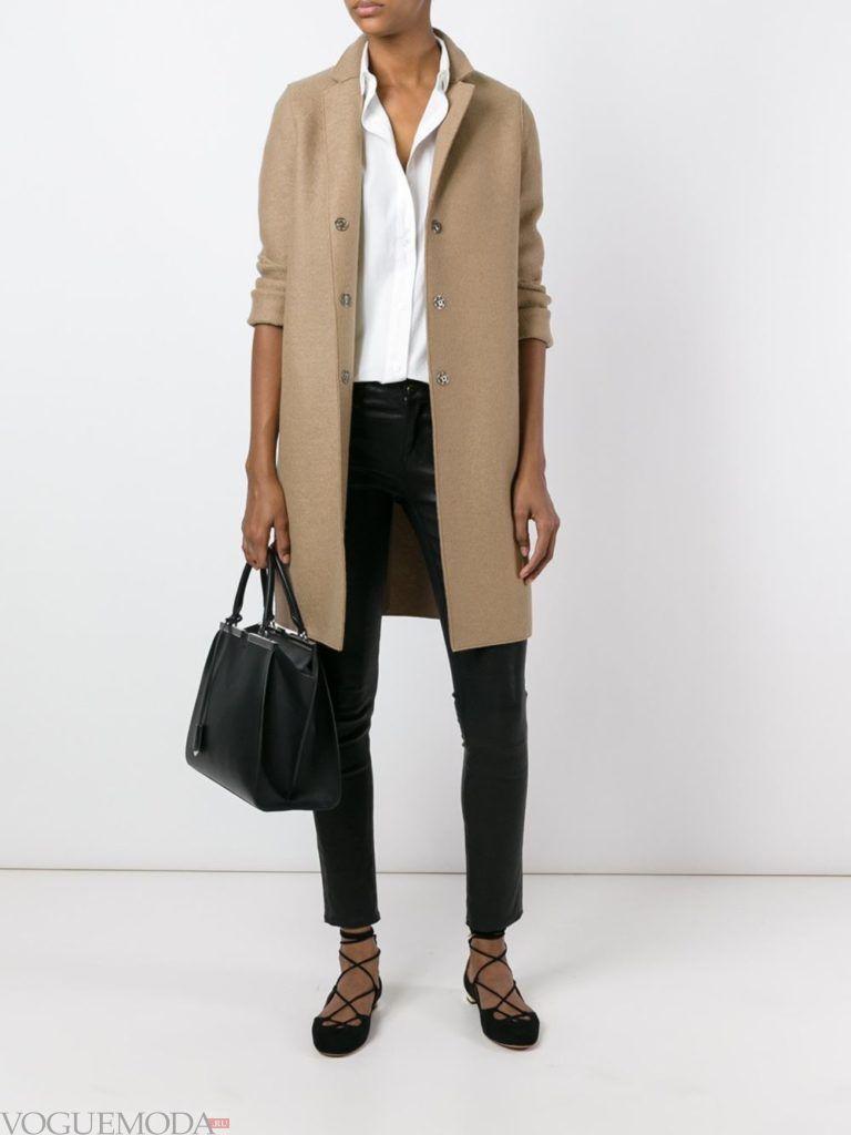 модное классическое бежевое пальто