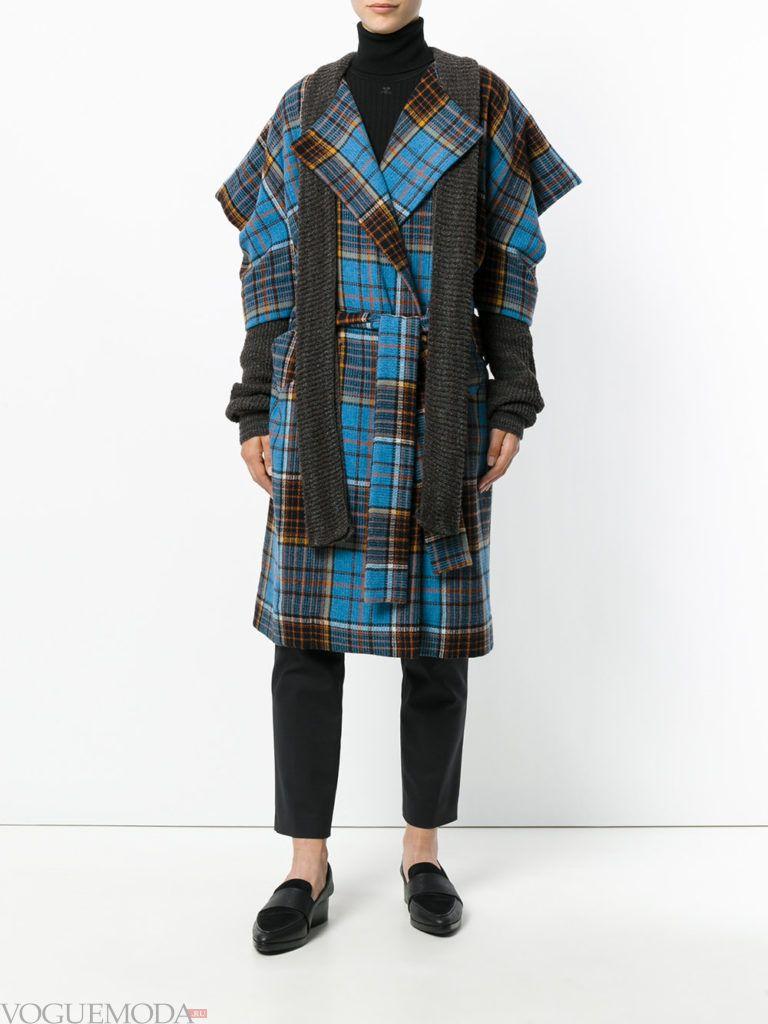 модное пальто-накидка с принтом