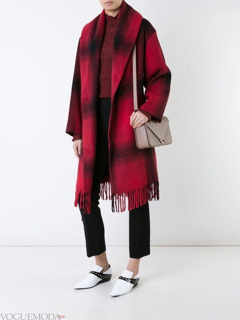 модное пальто в клетку красное