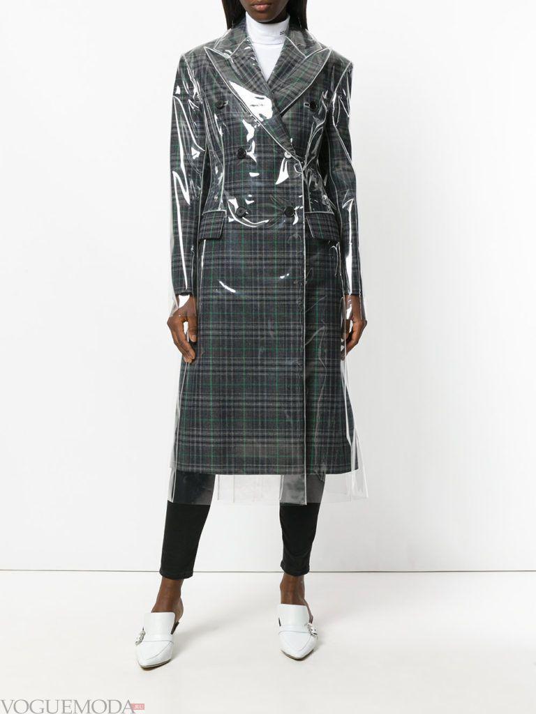 модное пальто в клетку с пленкой