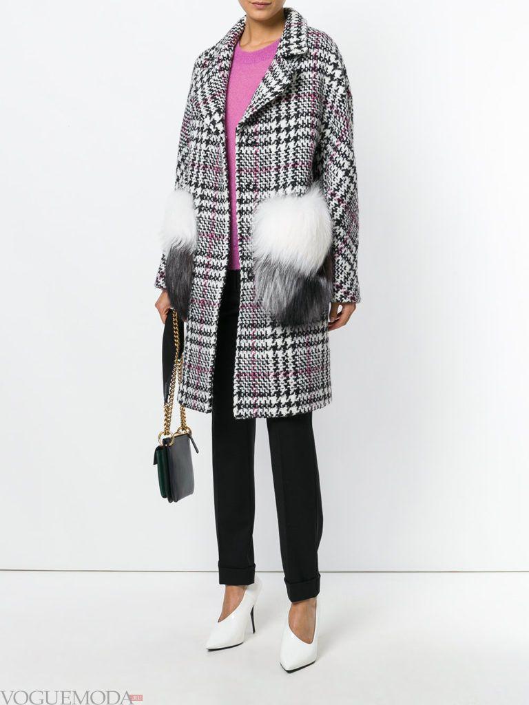 модное пальто в клетку с мехом