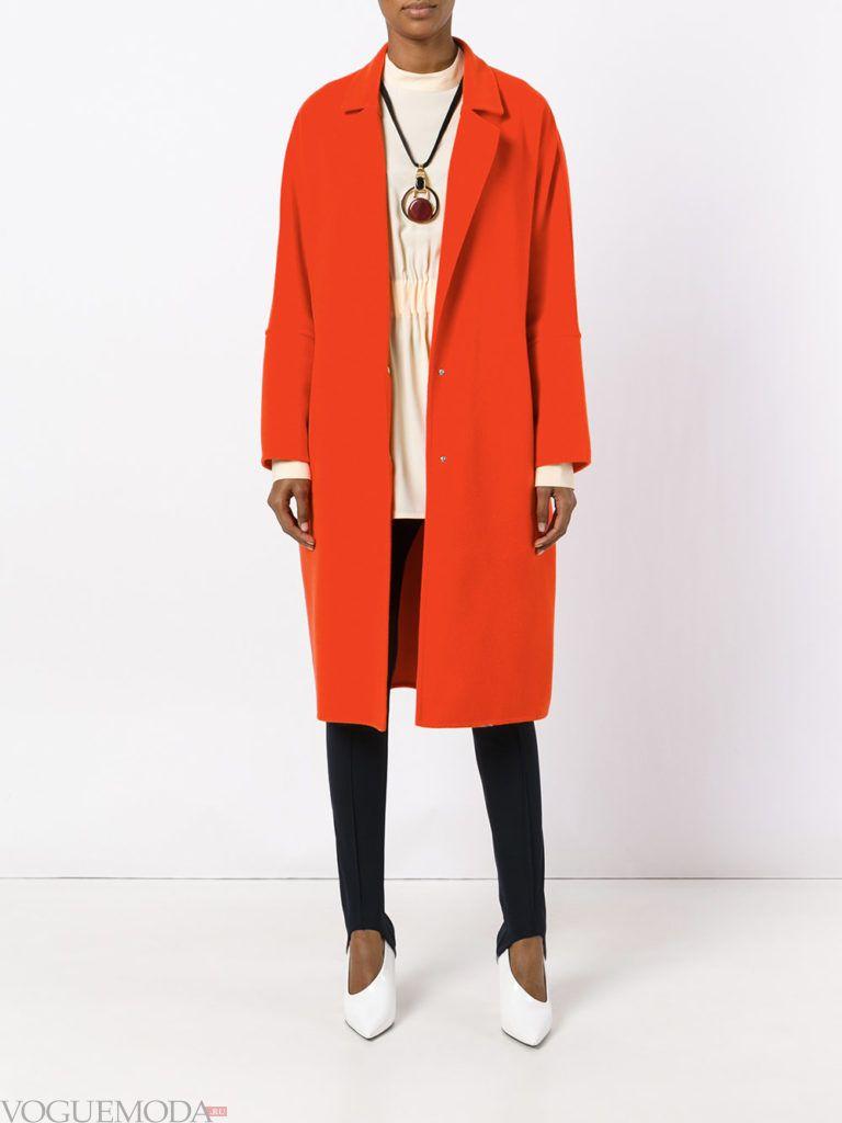 модное классическое алое пальто