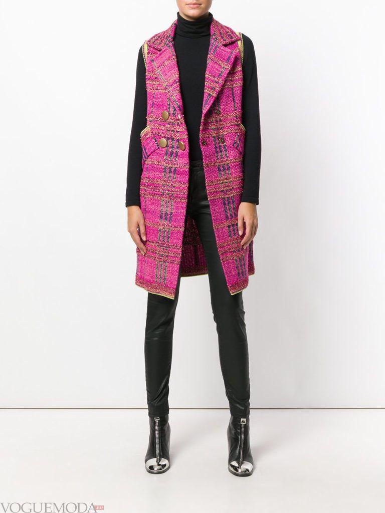 модное пальто без рукавов розовое