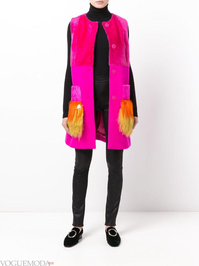 модное пальто без рукавов с декором