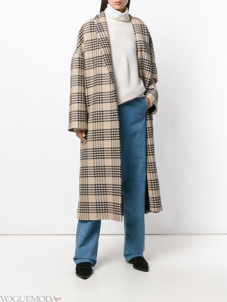 модное пальто в мужском стиле в клетку