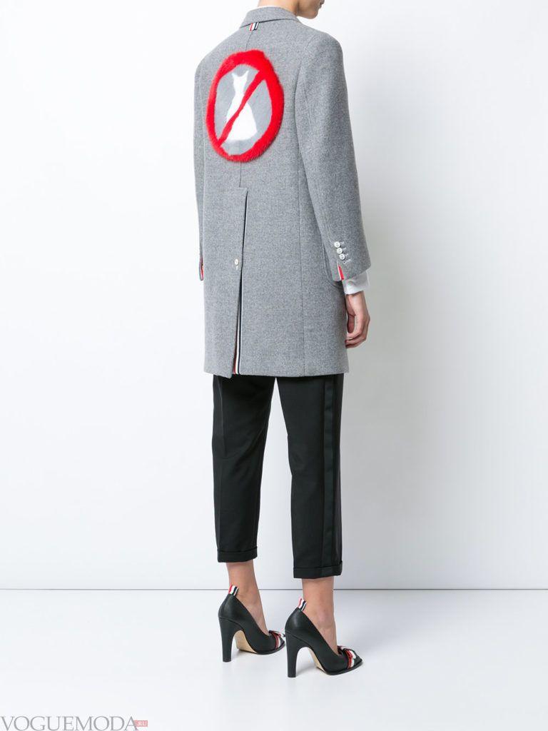 модное пальто в мужском стиле серое
