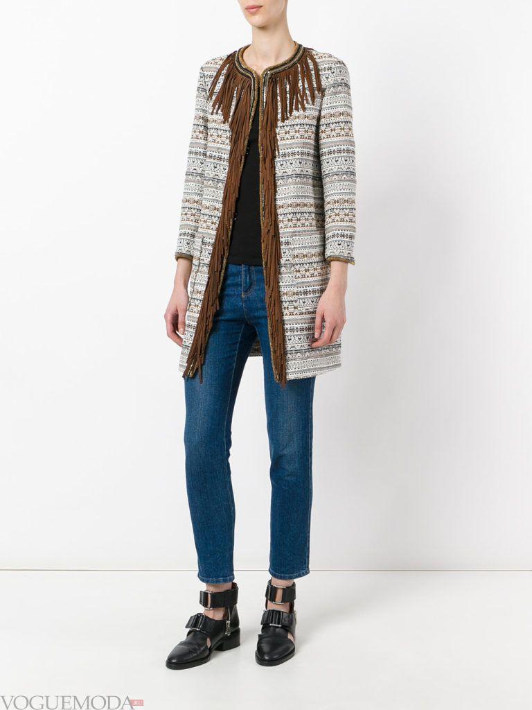 модное пальто с бахромой светлое