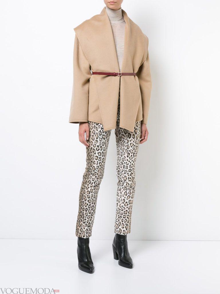 модное короткое бежевое пальто