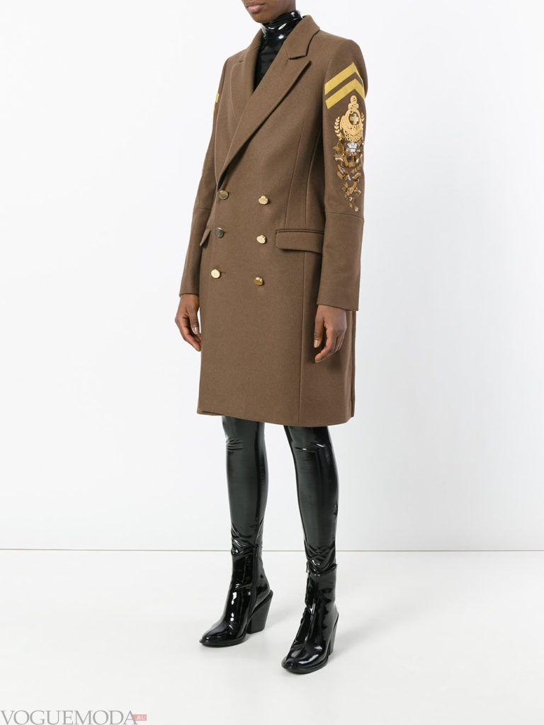 модное короткое пальто цветное