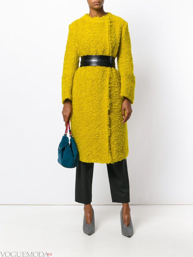 модное яркое цветное пальто