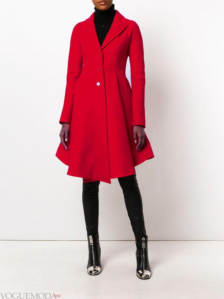 модное яркое пальто красное