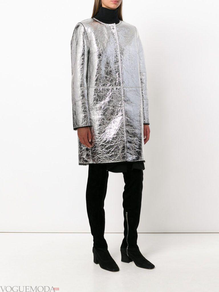модное кожаное серебряное пальто