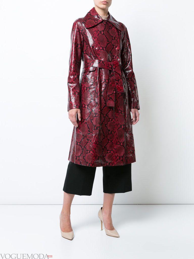 модное кожаное бордовое пальто