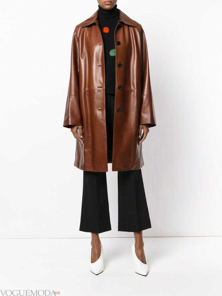 модное кожаное коричневое пальто