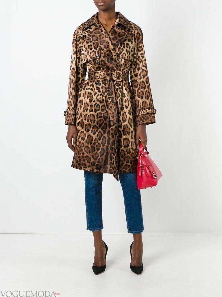 модное пальто с хищным принтом с поясом