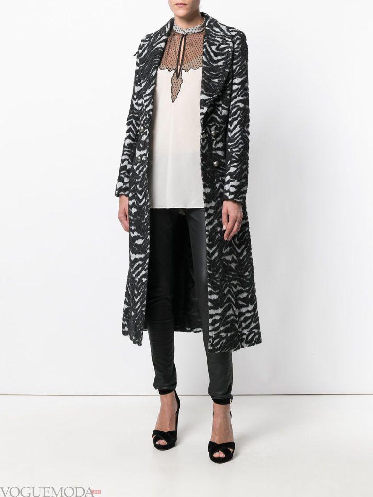 модное пальто с хищным принтом зебра
