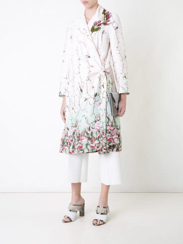модное пальто с цветочным принтом