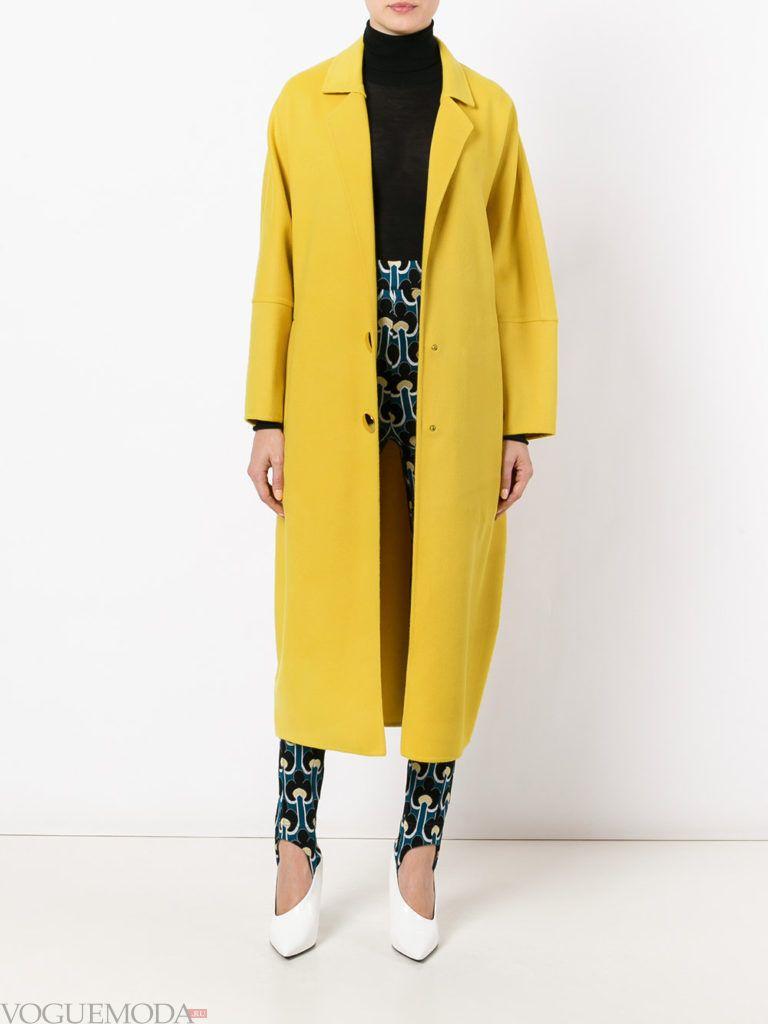 модное желтое пальто