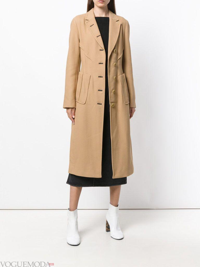 модное бежевое пальто милитари