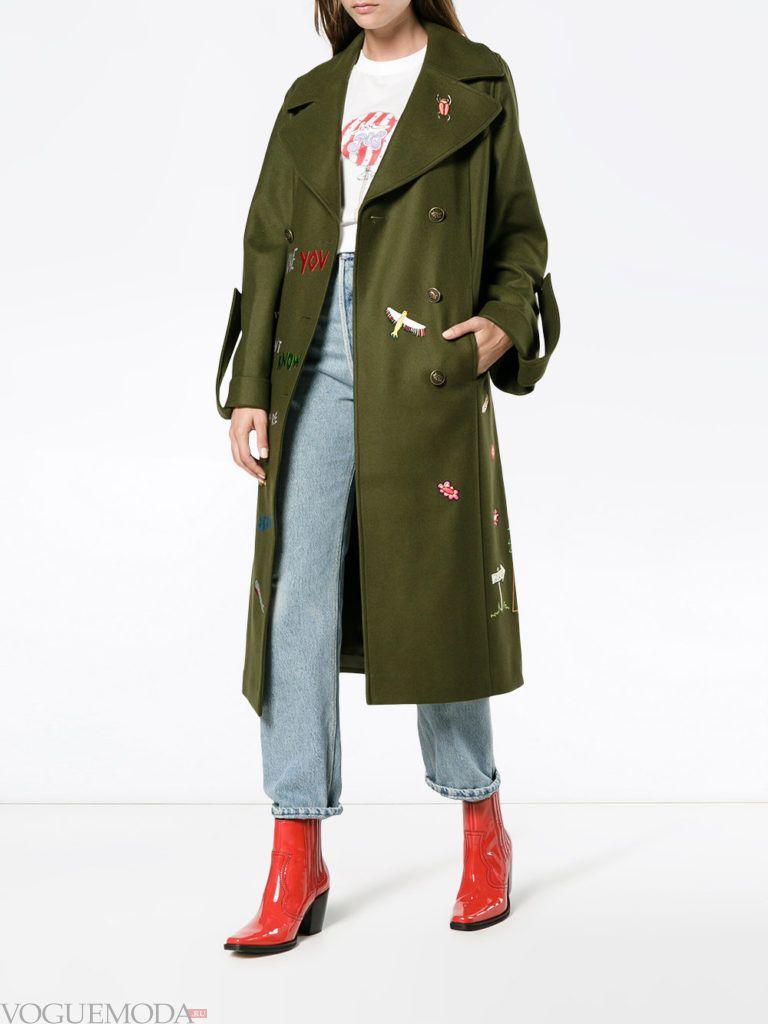 модное зеленое пальто милитари