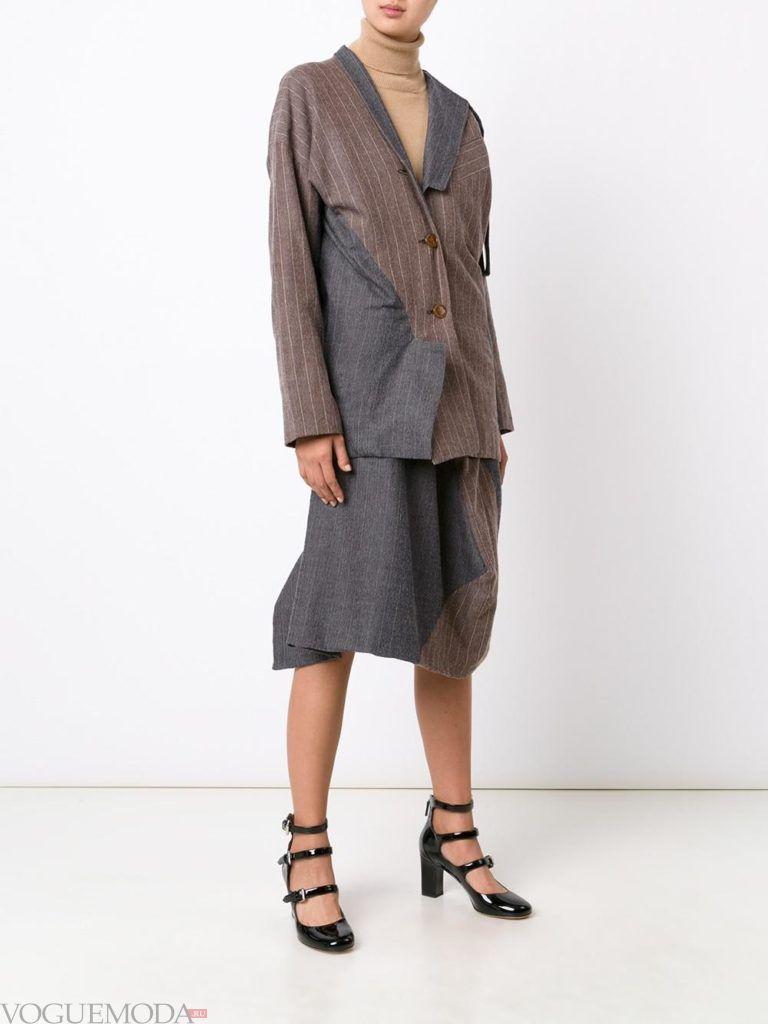 женский серый пиджак с асимметрией