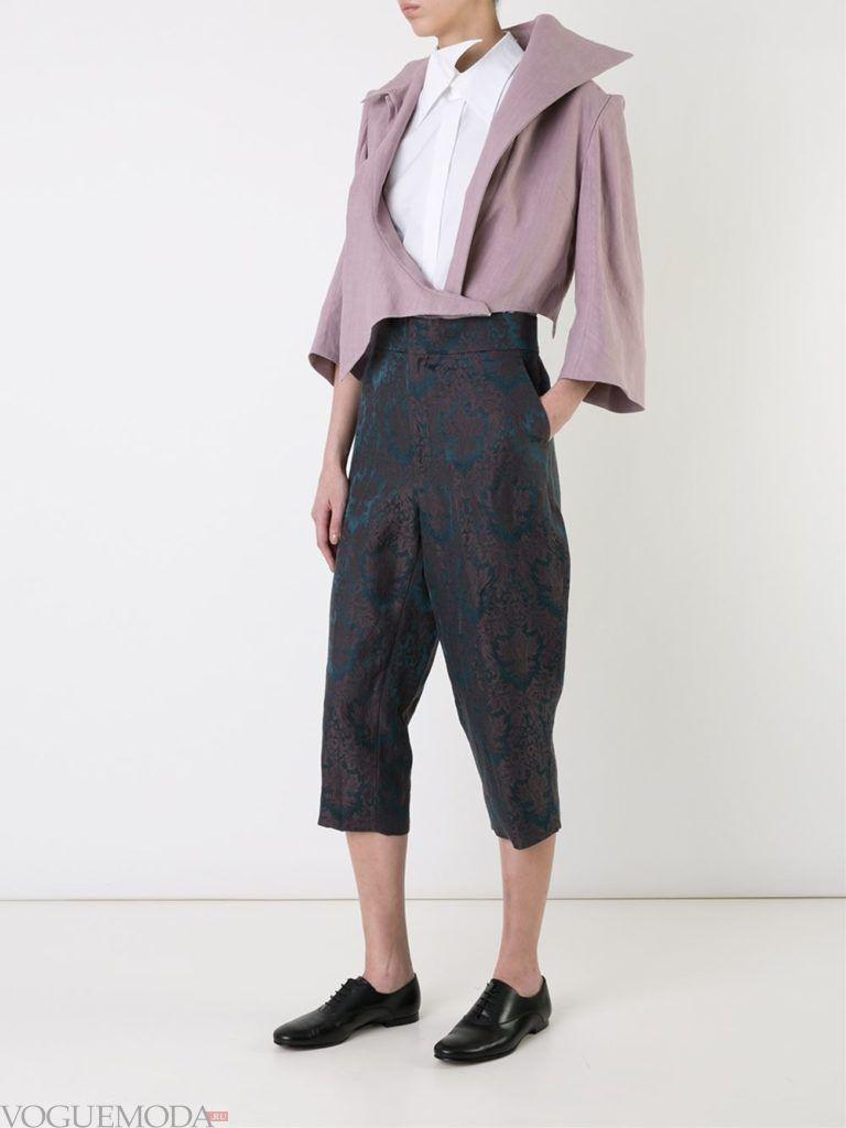 женский нюдовый пиджак с асимметрией